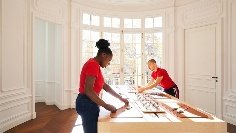 Apple officially opens Champs-Élysées flagship to the public