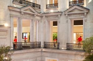 Apple-Champs-Elysees-opens-team-members-11152018
