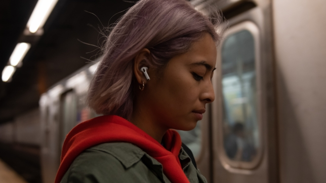 Apple_AirPods-Pro_Lifestyle_102819